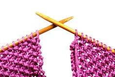 Aghi di lavoro a maglia attraversati Fotografie Stock Libere da Diritti