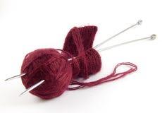 Aghi di lavoro a maglia e del filetto immagine stock