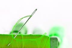 Aghi e filo di verde Fotografia Stock Libera da Diritti