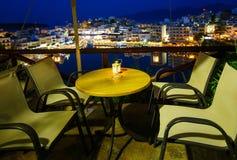 Aghios Nikolaos nocy widok - malowniczy miasteczko w wschodnim wyspa Crete budujący na północny zachód stronie pokojowa zatoka Obrazy Stock