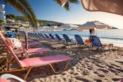 Agia在埃伊纳岛海岛,希腊上的小游艇船坞海滩 库存图片