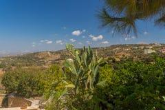 Agia Irini, Grecja Lipiec 27 2016: Ogród w Agia Irini Monaste Zdjęcia Stock