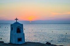 Agia marina zabytek tonął morzem przy zmierzchem Grecja Obraz Stock