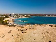Agia Napa, Zypern - Ansicht von oben genanntem auf Makronissos-Strandurlaubsort stockfoto