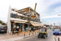 AGIA NAPA, ZYPERN - 2. JUNI 2018: Ansicht von Hard Rock Cafe - ein populärer Platz für Musikfreunde lizenzfreies stockbild