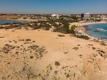 Agia Napa, Zypern - 1. November 2018 Mittelmeerküste im Urlaubsgebiet stockfotos