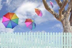 Agiant Himmel der Regenschirme Stockfotos