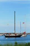 Żagiel łodzie w Nowym schronieniu w Blokowej wyspie, Rhode - wyspa Obrazy Stock