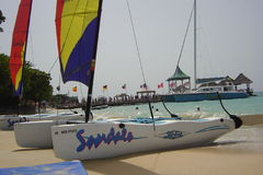 Żagiel łodzie na kurorcie Zdjęcia Royalty Free