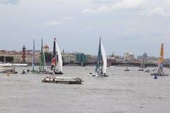 Żagiel łodzie na Neva rzece Zdjęcia Royalty Free