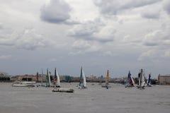 Żagiel łodzie na Neva rzece Obraz Stock
