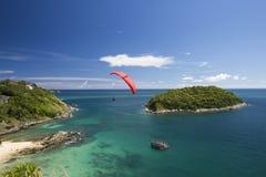 Żagiel paraglider w niebieskim niebie Obraz Royalty Free