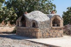 AGIOS GEORGIOS, CYPRUS/GREECE - 23 JUILLET : Four en pierre chez Agios Ge Image libre de droits
