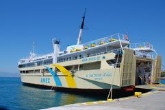 Agios Nektarios Aiginas-veerboot, Aegina Stock Afbeeldingen