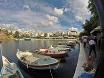 Agios Nicolas em Grécia, na ilha da Creta Lugar agradável a visitar em férias de verão Fotos de Stock Royalty Free