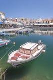Agios Nikolaos łódź w lagunie Zdjęcia Royalty Free