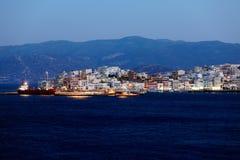 Agios Nikolaos City en la noche, Creta, Grecia Foto de archivo libre de regalías