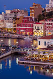 Agios Nikolaos City nachts, Kreta, Griechenland Lizenzfreie Stockfotos