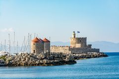 Agios Nikolaos forteca i młyny, Rhodes stary miasteczko, Grecja Fotografia Stock