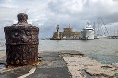 Agios Nikolaos forteca na Mandraki schronieniu Rhodes Obrazy Stock