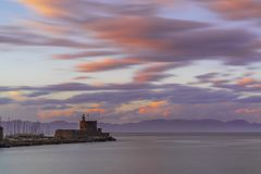 Agios Nikolaos forteca na Mandraki schronieniu Rhodes Obraz Stock