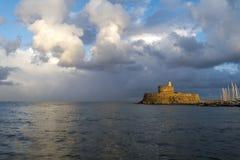 Agios Nikolaos forteca na Mandraki schronieniu Rhodes Grecja Obrazy Stock