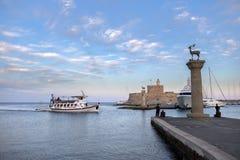Agios Nikolaos forteca na Mandraki schronieniu Rhodes Grecja Obraz Stock