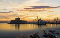 Agios Nikolaos forteca na Mandraki schronieniu Rhodes Grecja Fotografia Stock