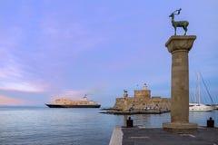 Agios Nikolaos forteca na Mandraki schronieniu Rhodes Grecja Zdjęcie Stock