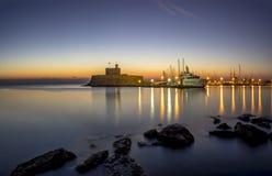 Agios Nikolaos forteca na Mandraki schronieniu Rhodes Grecja Zdjęcia Stock