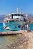 AGIOS NIKOLAOS GRECJA, LIPIEC, - 31, 2012: Rejs łódź z touris Fotografia Royalty Free