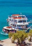 AGIOS NIKOLAOS GRECJA, LIPIEC, - 31, 2012: Rejs łódź z touris Obrazy Royalty Free