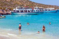 AGIOS NIKOLAOS GRECJA, LIPIEC, - 31, 2012: Rejs łódź z touris Fotografia Stock