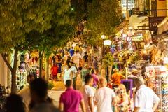 AGIOS NIKOLAOS GRECJA, LIPIEC, - 28, 2012: Turyści chodzi wzdłuż s Fotografia Royalty Free
