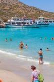 AGIOS NIKOLAOS GRECJA, LIPIEC, - 31, 2012: Turysty pływanie w Ja Obraz Royalty Free