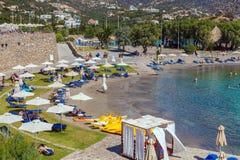 AGIOS NIKOLAOS GRECJA, SIERPIEŃ, - 2, 2012: Turysty pływanie w Ja Fotografia Stock
