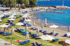 AGIOS NIKOLAOS GRECJA, SIERPIEŃ, - 2, 2012: Turysty pływanie w Ja Obrazy Royalty Free