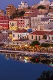 AGIOS NIKOLAOS, GRIECHENLAND - 26. JULI 2012: Touristen entspannen sich im O Lizenzfreie Stockbilder