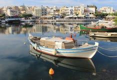 Agios Nikolaos hamn royaltyfri bild
