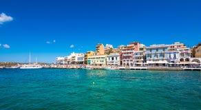 Agios Nikolaos, malowniczy miasteczko przybrzeżne z kolorowymi budynkami wokoło portu w wschodniej części wyspa Crete Zdjęcia Royalty Free