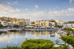 Agios Nikolaos miasteczko przy lata popołudniem Obraz Stock