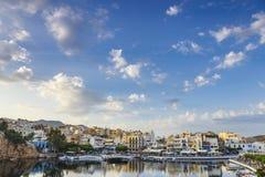 Agios Nikolaos miasteczko przy lata popołudniem Zdjęcia Royalty Free