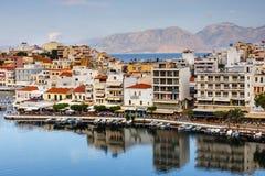 Agios Nikolaos miasteczko przy lata popołudniem Zdjęcie Stock
