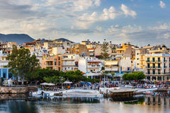 Agios Nikolaos miasteczko przy lata popołudniem Zdjęcia Stock