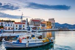 Agios Nikolaos miasteczko przy lato wieczór Zdjęcie Stock