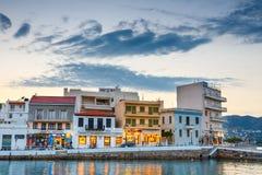 Agios Nikolaos miasteczko przy lato wieczór Zdjęcia Royalty Free