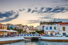 Agios Nikolaos miasteczko przy lato wieczór Fotografia Stock
