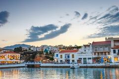 Agios Nikolaos miasteczko przy lato wieczór Fotografia Royalty Free