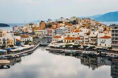 Agios Nikolaos miasteczko przy lato wieczór Obraz Royalty Free