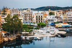 Agios Nikolaos miasteczko przy lato wieczór Obrazy Stock